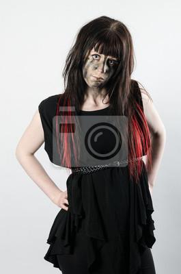 Dunkle Haare Mit Roten Spitzen Auf Ein Mädchen Mit Haltung