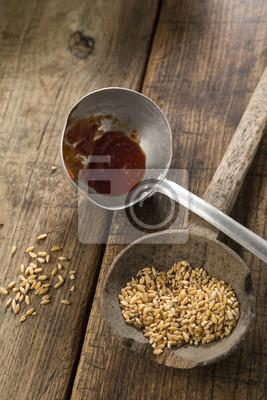 Fototapete: Durch mestoli da cucina con grano e zucker su un sfondo tavola