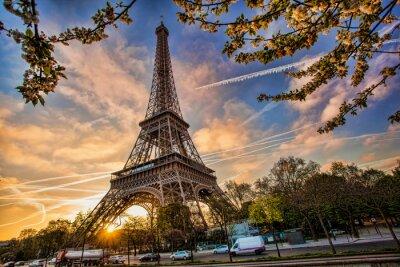 Fototapete Eiffelturm gegen Sonnenaufgang in Paris, Frankreich