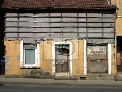 Ein Altes Haus Mit Holzrahmen Und Fassade In Beige In Lage Bei