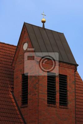 Ein goldenes Kreuz auf der Spitze einer Kirche in Greifswald