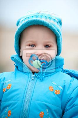 ein Junge Porträt im Freien