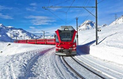 Fototapete Ein rotes Schweizer Zug durch den Schnee