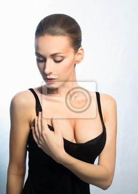 frau mit schönen brüsten