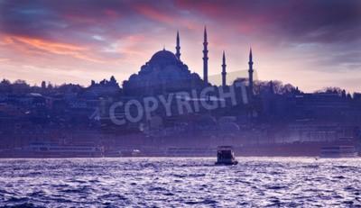 Fototapete Eine Bootsfahrt auf dem Bosporus bei Sonnenuntergang. Istanbul bei Sonnenuntergang. Abend Istanbul. Touristische Tour in der Türkei.