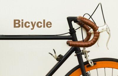 Fototapete Einige der alten Fahrrad auf weiße Wand mit Wort auf Platz links.