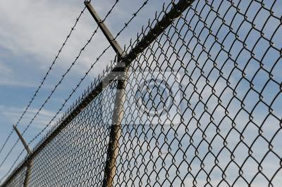 Eisen-kette link zaun und blauer himmel fototapete • fototapeten ...