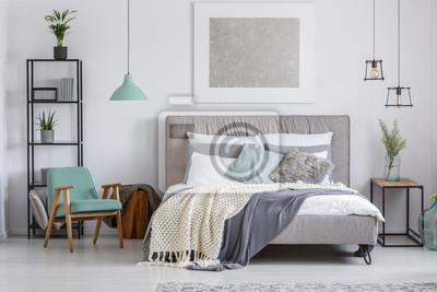 Entzückendes schlafzimmer mit minze-stuhl fototapete • fototapeten ...
