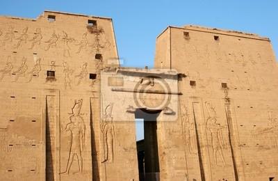 Erste Pylon und Eingang des Tempels von Edfu