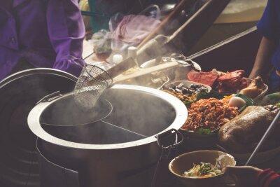 Fototapete Essen in Damnoen Saduak schwimmenden Markt in der Nähe von Bangkok, Thailand
