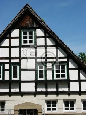 Fachwerkhaus Mit Weisser Fassade Und Schwarzen Balken In