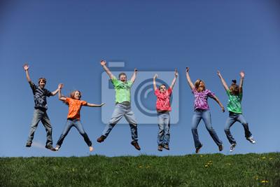 Familie von sechs springen und Spaß