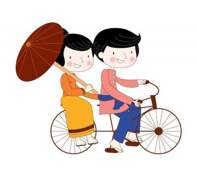Familien tragen nationale Kleid Radfahren