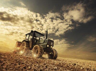 Fototapete Farmer in den Bereichen einen Traktor fahren
