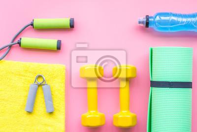 Fitness-hintergrund. ausrüstung für fitnessstudio und zuhause ...