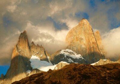 Fototapete Fitz Roy Berg in Sonnenaufgang Lichter. Los Glaciares National Par