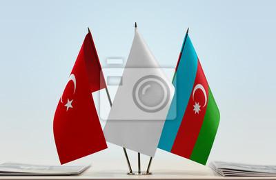 Flaggen Der Turkei Und Aserbaidschans Mit Einer Weissen Flagge Fototapete Fototapeten Konvention Investieren Konferenz Myloview De