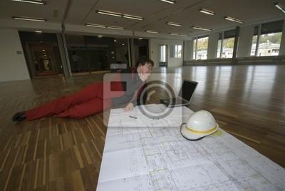 Fototapete Frau Am Parkettboden Mit Planen
