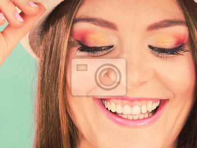Fototapete Frau Gesicht Bunte Augen Make Up, Sommer Strohhut Lächelnd