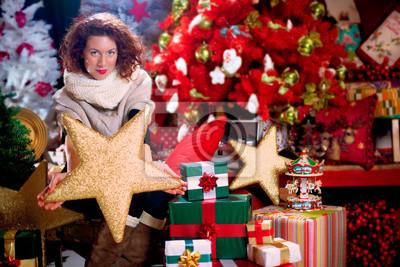 Frau hält einen Stern Komet für die Dekoration der Weihnachtsbaum