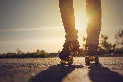 Fototapete Frau reitet Roller Skates in städtische Umwelt