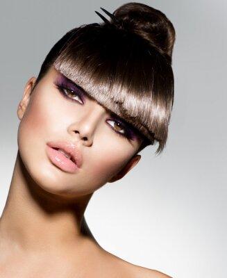 Fototapete Fringe. Model Mädchen mit trendigen Frisur