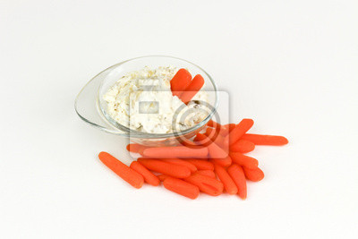 Frische Baby-Karotten und Dip