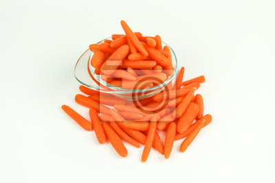 frische Karotten in einer Schüssel