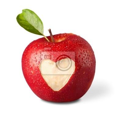 frischen roten Apfel mit Herz-Symbol und Blatt