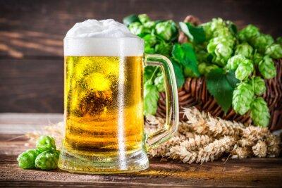 Fototapete Frisches und kaltes Bier im Glas