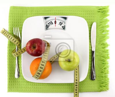 Früchte mit Maßband auf einer Platte wie Waage