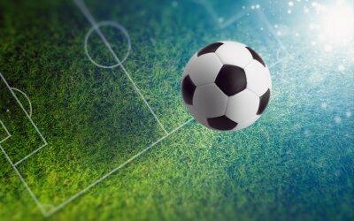 Fußball auf grünem Fußballfeld