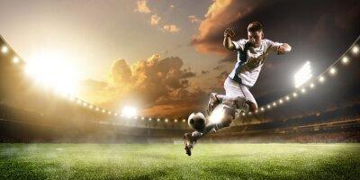 Fototapete Fußball-Spieler in Aktion auf Sonnenuntergang Stadion Panorama-Hintergrund