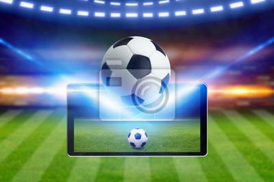 Fußballspiel Online-Konzept, grünes Fußballfeld, heller Scheinwerfer