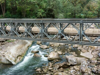 Fototapete Fußgängerbrücke über Urubamba Fluss, Machu Picchu, Cusco Region, Urubamba Provinz, Machupicchu Bezirk, Peru