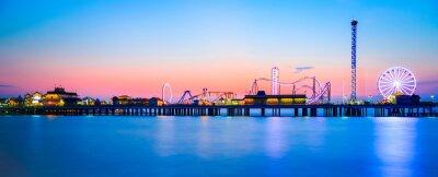 Fototapete Galveston Island historic Pleasure Pier on the Gulf of Mexico coast in Texas.