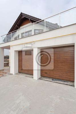 Tür Garage Haus garage türen in neuen weißen haus aus blöcken gemacht fototapete
