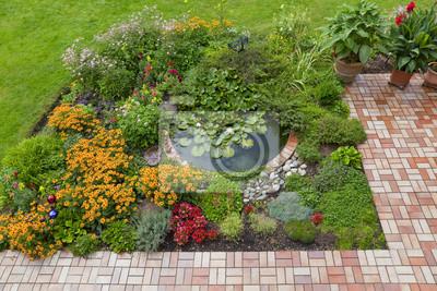 Fototapete: Gartenanlage mit teich und terrasse