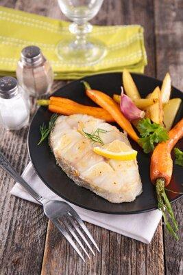 Fototapete Gegrilltem Fisch und Gemüse