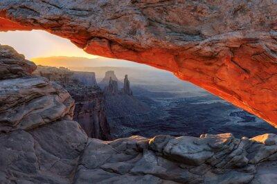 Fototapete Gelb Sonnenaufgang am roten Mesa Arch im Canyonlands National Park, Utah, USA