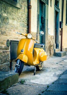 Fototapete Gelber Roller in der toskanischen Stadt Cortona