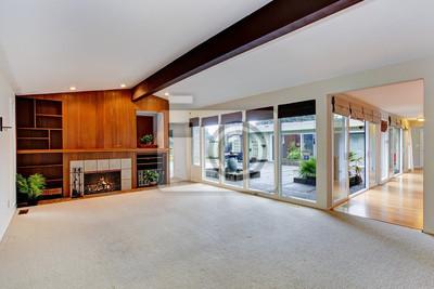 Fototapete Geräumige Leeren Wohnzimmer Mit Kamin Und Glaswand
