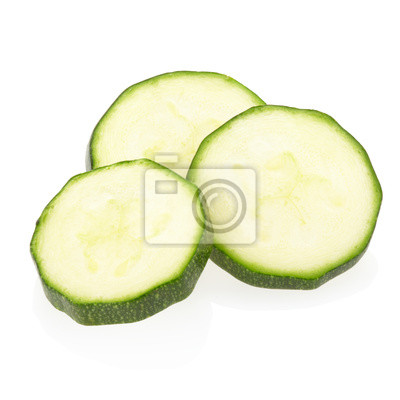 Geschnittene Zucchini auf weiß, Clipping-Pfad enthalten