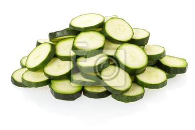 Geschnittene Zucchini oder Zucchini auf weiß mit Clipping-Pfad