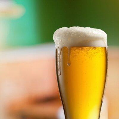 Fototapete Glas helles Bier in der Kneipe