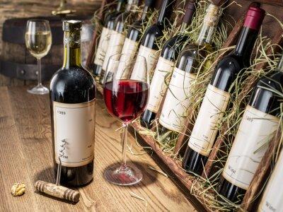 Fototapete Glas Wein und Wein Flasche.