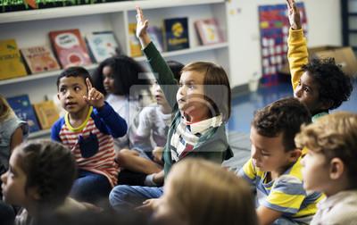 Fototapete Glückliche Kinder in der Grundschule
