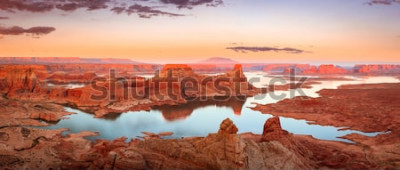 Fototapete Goldener Sonnenuntergang am Lake Powell, Utah, USA.