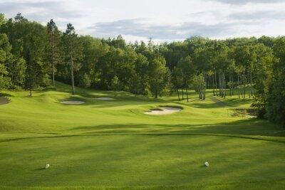 Golf Grün mit Bunkern am Nachmittag Sonnenlicht
