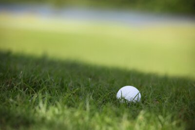 Fototapete Golfball auf Kurs